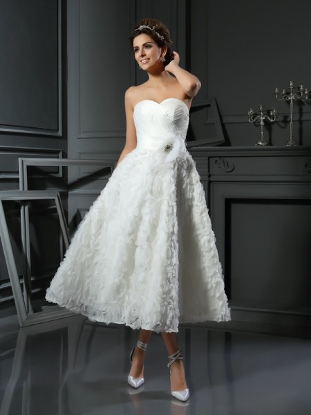 A-Line/Princess Sweetheart Bowknot Short Satin Wedding Dress