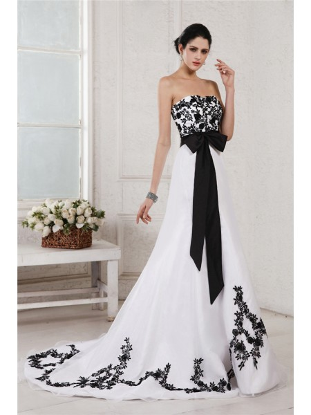 A-Line/Princess Sweetheart Embroidery Sash Long Net Satin Wedding Dress